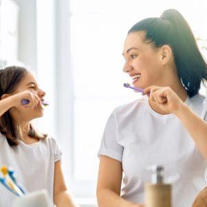 Le brossage des dents en famille